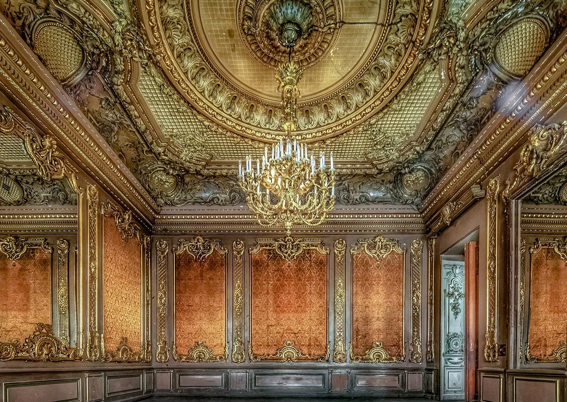 свидание во дворце